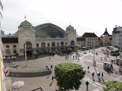 Blick vom Hotel auf den Bahnhof Basel