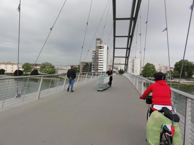 Fuß und Radbrücke nach Frankreich