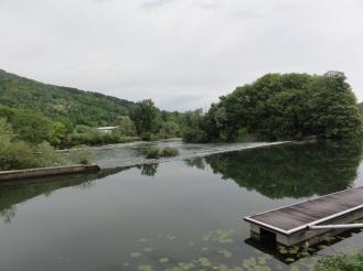 Mit Ruhe dem Fluss entlang