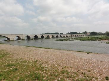Die Brücke bei Beaugency