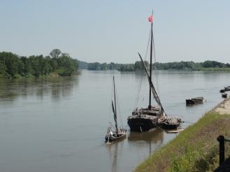 Loire fließt ruhig dahin